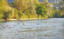 Badende in der Aare am 15. September 2020 (Marzili, Bern).  Foto: Sisto Salera